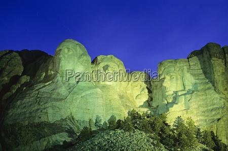 mount rushmore national memorial at night