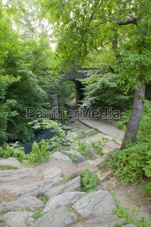 a path leading to glen span