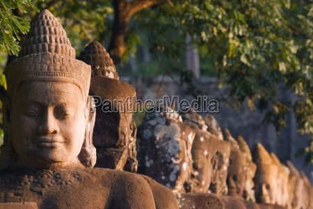 head statues angkor wat temple complex