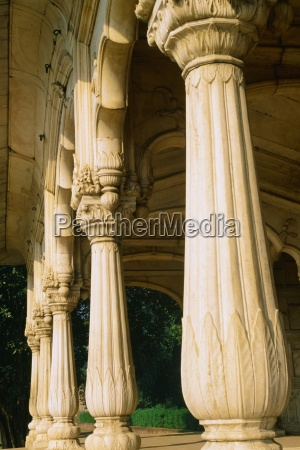 columns in the red fort delhi