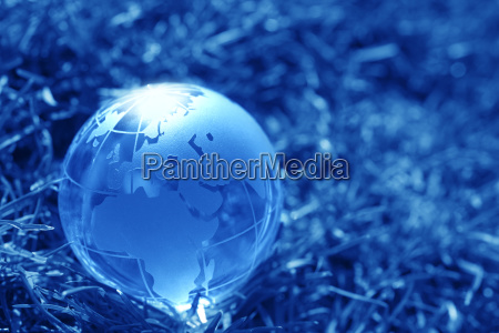 glaskugel auf gras