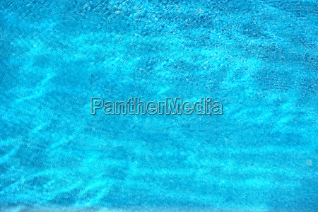 blaues beckenwasser