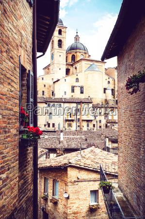 blick durch die mittelalterlichen engen gassen