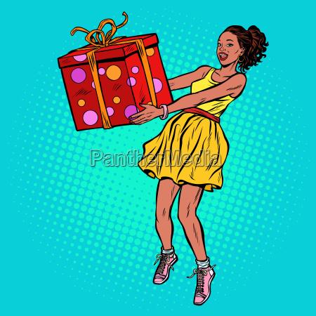 afrikanerin mit geschenkbox