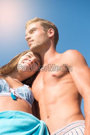 junges ehepaar am strand