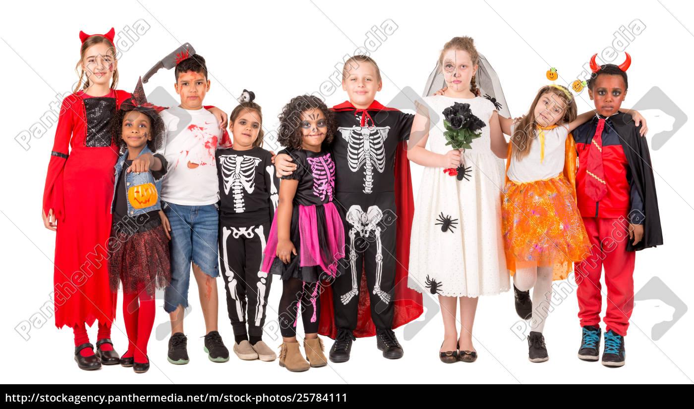 Halloween Gruppo.Lizenzfreies Bild 25784111 Gruppe Von Kindern In Halloween Kostumen