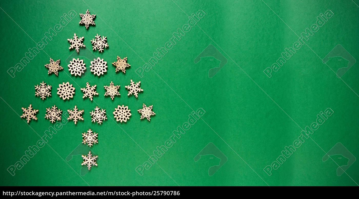 Weihnachtsbaum Aufbauen.Stock Photo 25790786 Schneeflocken Die Einen Weihnachtsbaum Aufbauen