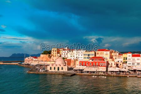 panorama des alten hafens chania kreta