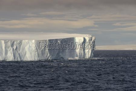 grosser tabellarischer eisberg der in bransfield
