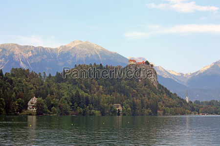 lake bled with bled castle and