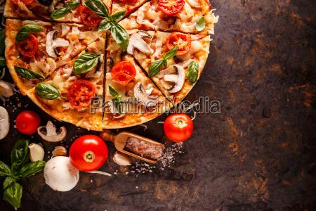 composition of italian pizza