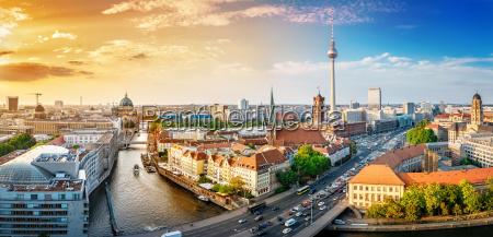 panoramablick auf die berlin innenstadt bei