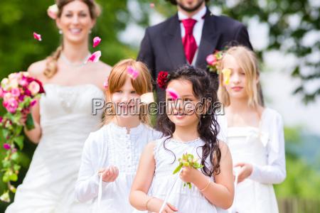 boda pareja y dama de honor