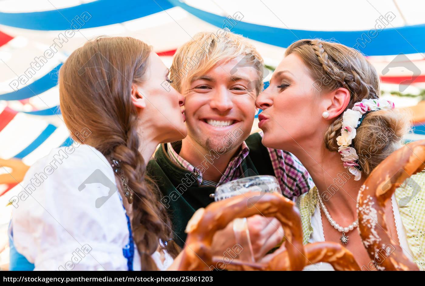 Küssen frauen beim Behaarte Deutsche