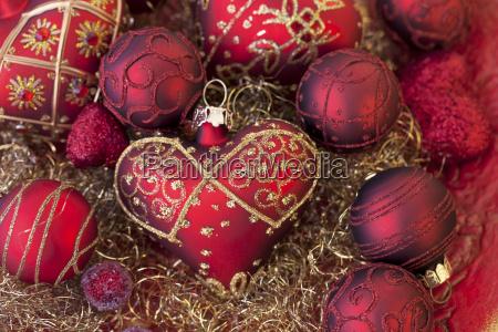 rote und goldene weihnachtsdekoration