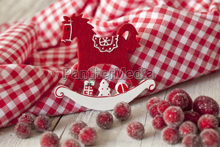 rot weiss im nordischen stil weihnachtsdekoration