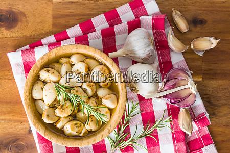 marinierter knoblauch pickelnder knoblauch