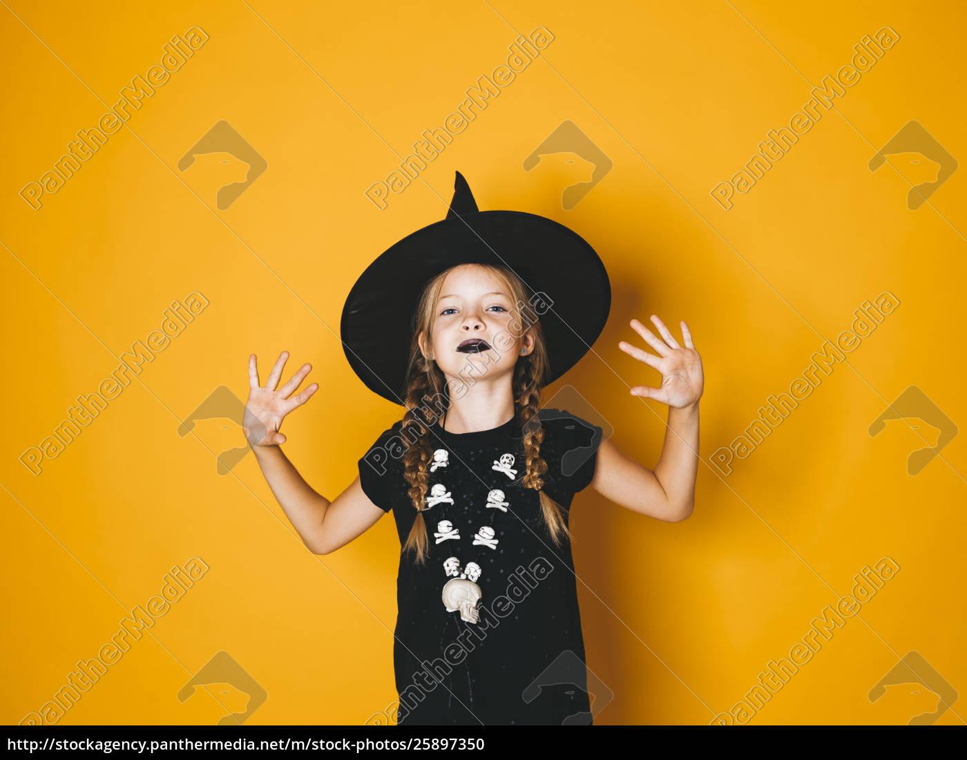 Stockfoto 25897350 Junge Halloween Hexe Auf Orangefarbenem Hintergrund Mit