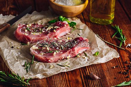 zwei pork steaks