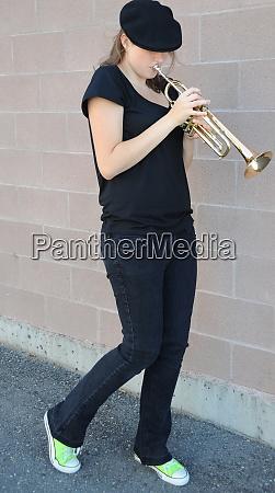 weibliche jazz trompete spielerin