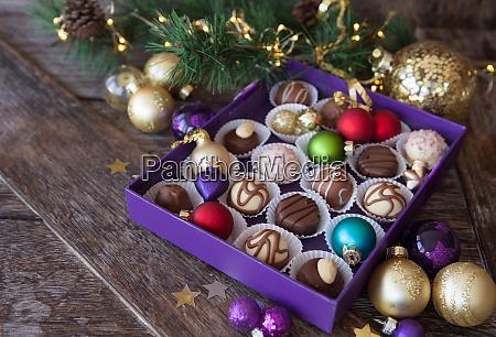 schachtel der pralinen fuer weihnachten