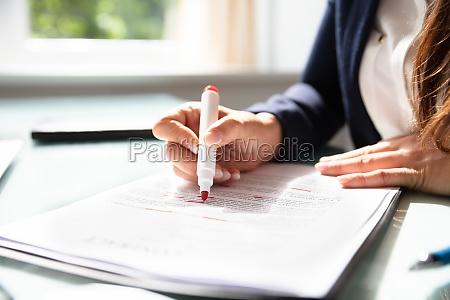 donna mano contratto affare affari lavoro