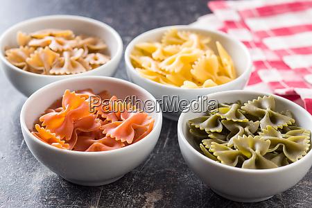 farfalle pasta bunte italienische pasta