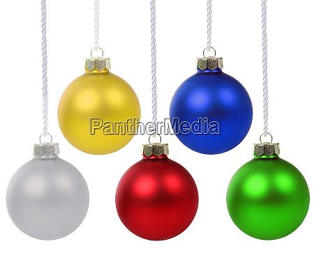 weihnachtsbaelle kugeln farben haengen isoliert auf
