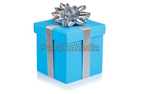 geburtstagsgeschenk weihnachten geschenk hellblaue box isoliert