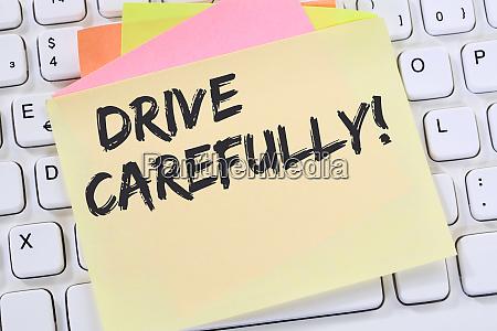 fahren sie vorsichtig fahrenden autounfall notizbuch