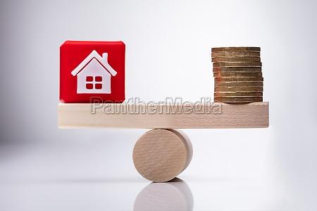house model cubic block und golden