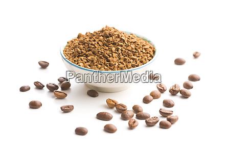 der instant kaffee und kaffeebohnen