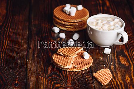 stroop waffeln und heisse schokolade mit