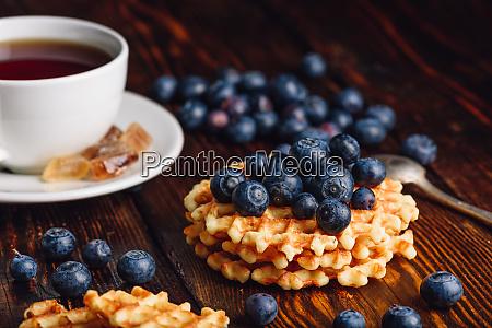 hausgemachtes waffeln mit blueberry und cup
