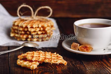 fruehstueck mit waffle und cup of