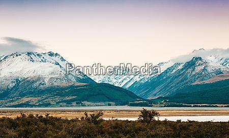 sonnenuntergang auf dem gipfel des berges