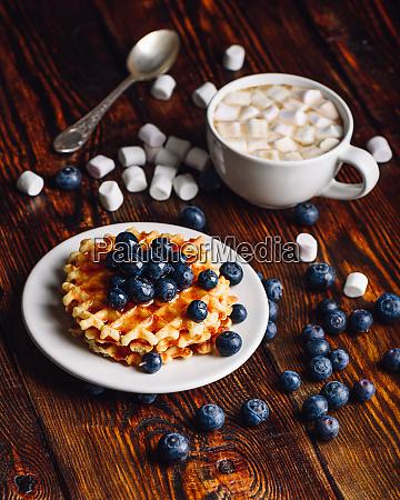 waffeln mit blueberry und cup of