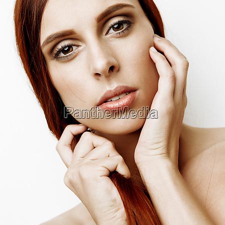 beauty portraet niedliche bruenette maedchen