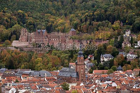 heidelberger altstadt mit schloss und heiliggeistkirche