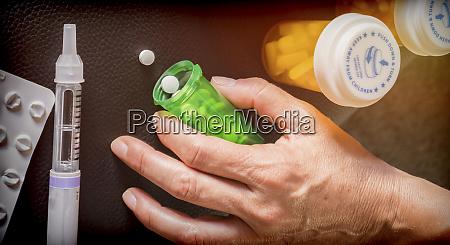 frau untersucht behandlung von insulin konzeptionelles