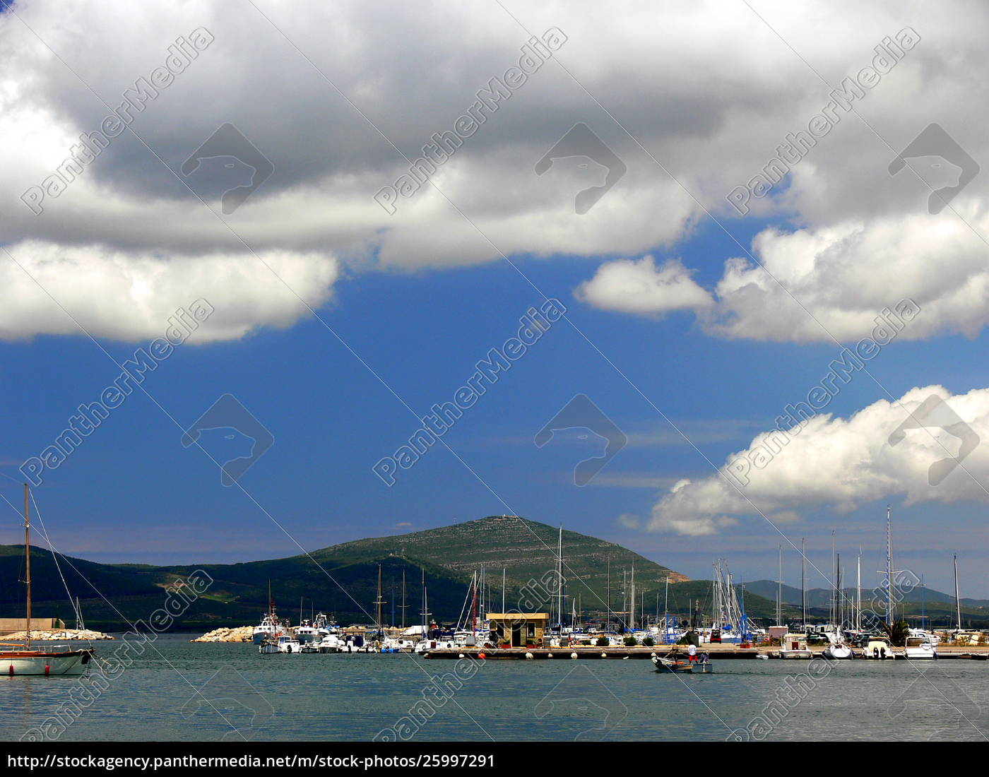 boat, harbor, with, mountain, in, the - 25997291