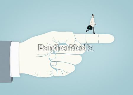 arzt zu fuss auf dem zeigefinger