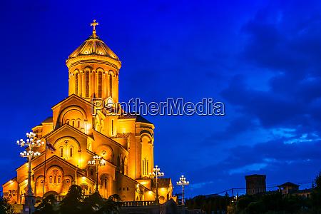 sameba die dreifaltigkeitskirche tiflis georgien