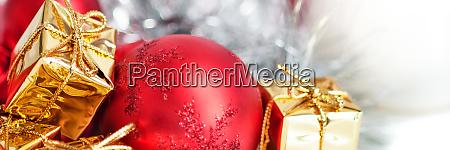 frohe weihnachten neujahr geschenke in goldenen