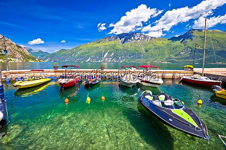 schnellboote auf dem bunten lago di