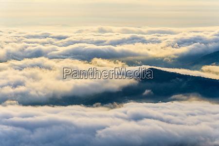 wolken und nebel wie das meer