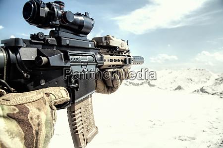 airsoft sturmgewehr replik mit optischem anblick