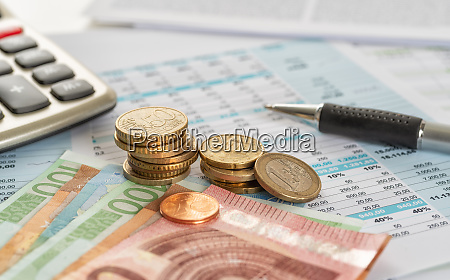 euro rechnungen und euro muenzen auf
