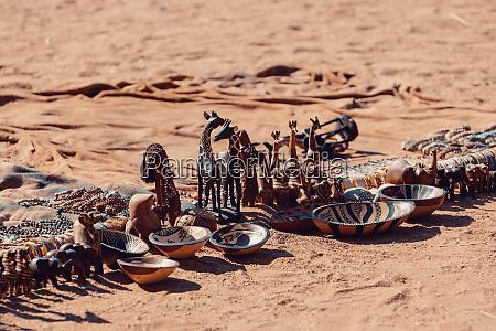 traditionelle souvenirs von den himba voelkern