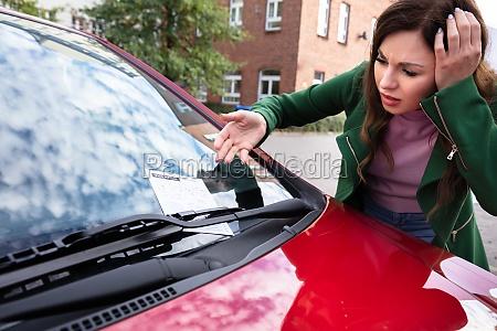 frau sucht ticket fein fuer parkende
